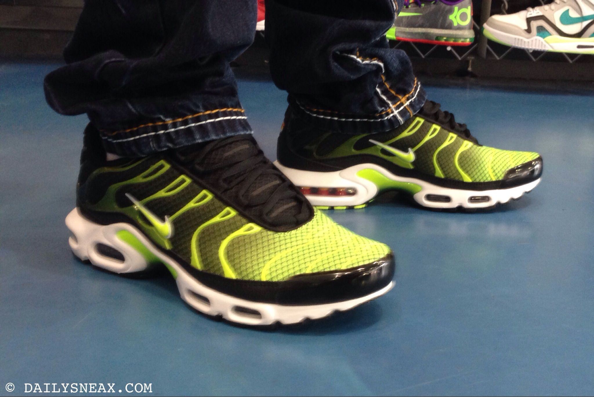 nike air max tn black yellow