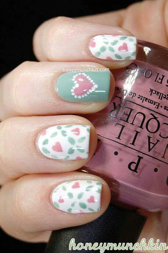 uñas verde menta y blanco corazones | Uñas con diseños | Pinterest ...