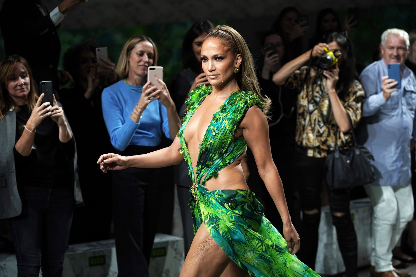 Jennifer Lopez Explains Exactly How She Felt Wearing That Versace Dress The First And Second Time In 2020 Versace Dress Jennifer Lopez Iconic Dresses [ 1067 x 1600 Pixel ]