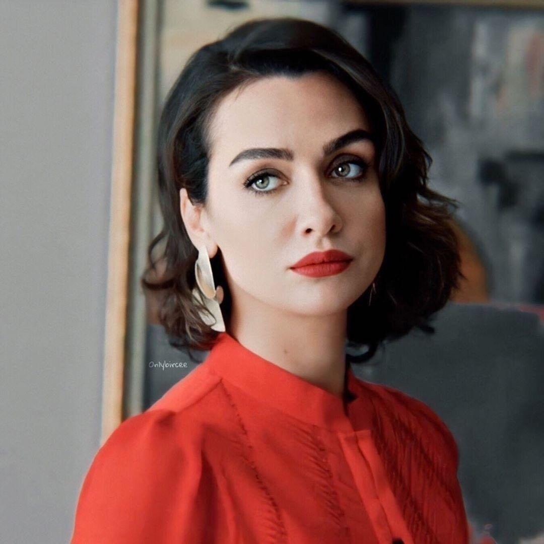 Babil Birceakalay In 2020 Journalist Fashion Beauty Face Black And White Love