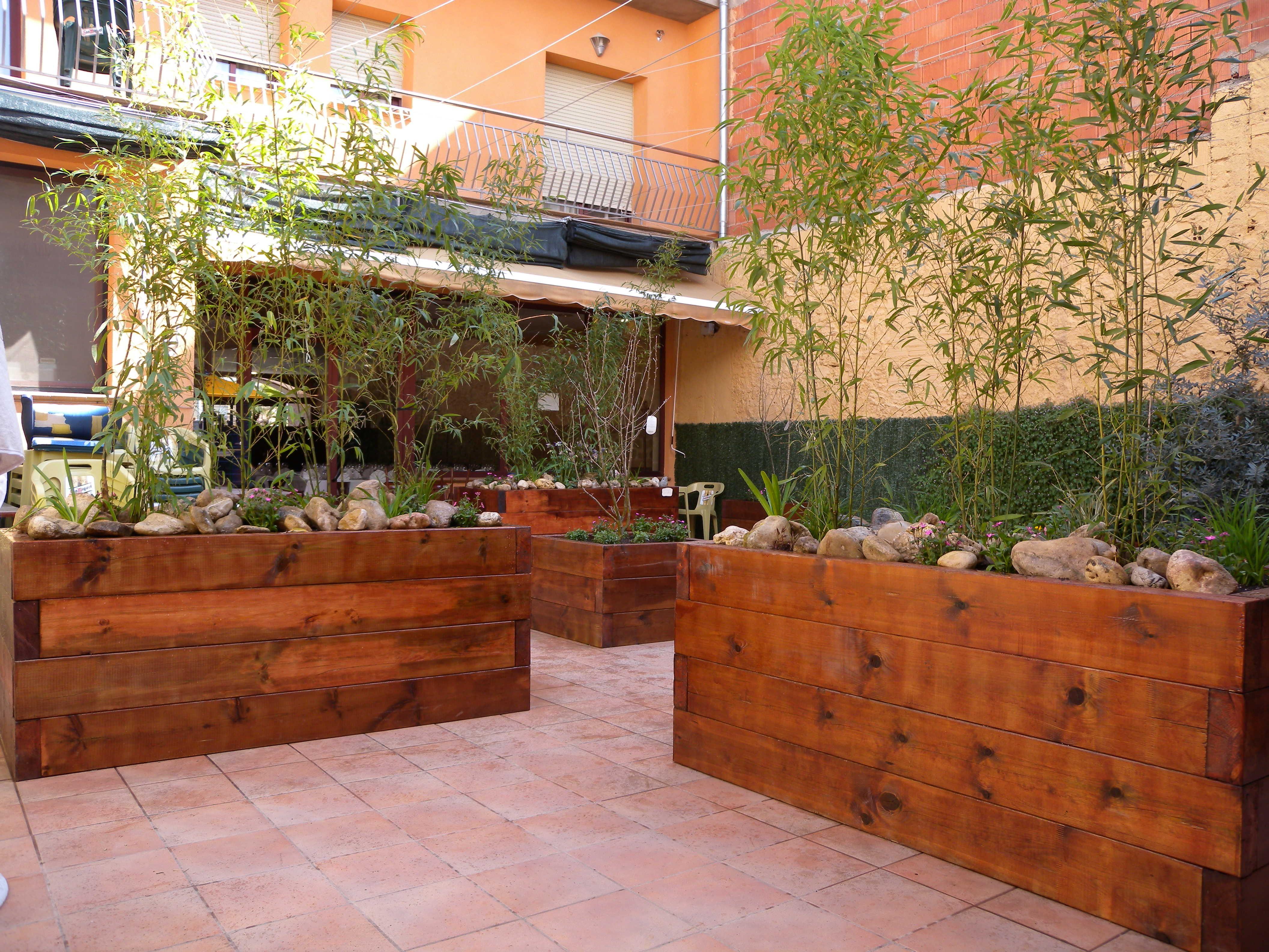 Jardineras con traviesas de madera plantas pinterest jardiner a jardineras y madera - Plantas para vallas ...
