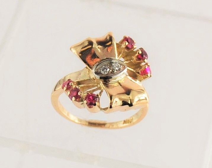 This vintage rose gold ring is a throwback to the 1940's.