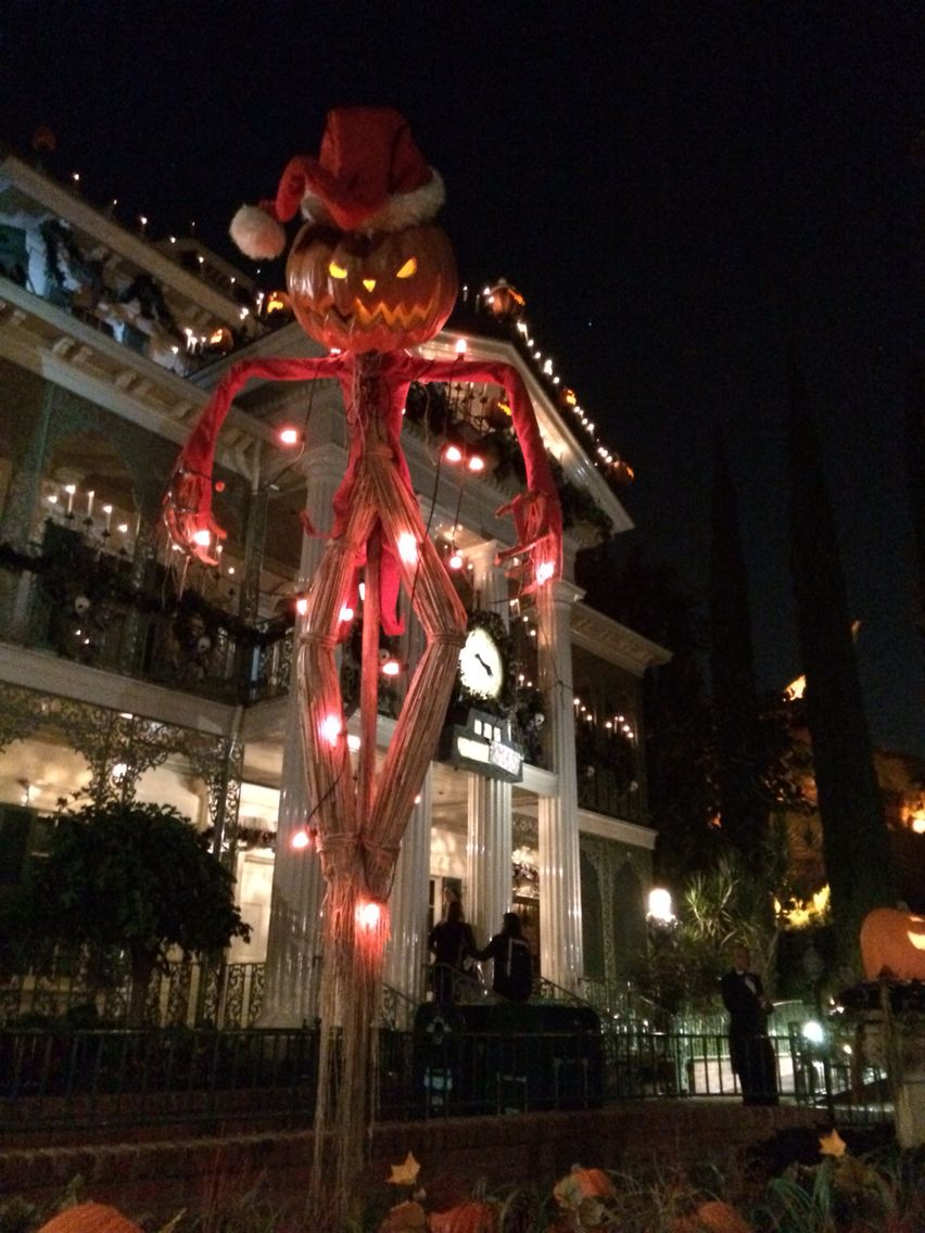 Disneyland Haunted Mansion nightmare before Christmas scarecrow ...