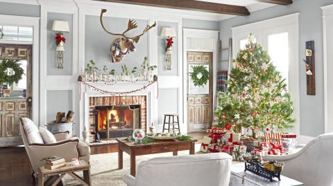 Peek inside homes all decked out for christmas decor and vintage also rh pinterest