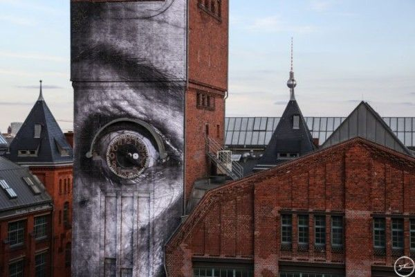 Streetart JR in Berlin – Wrinkles of the City