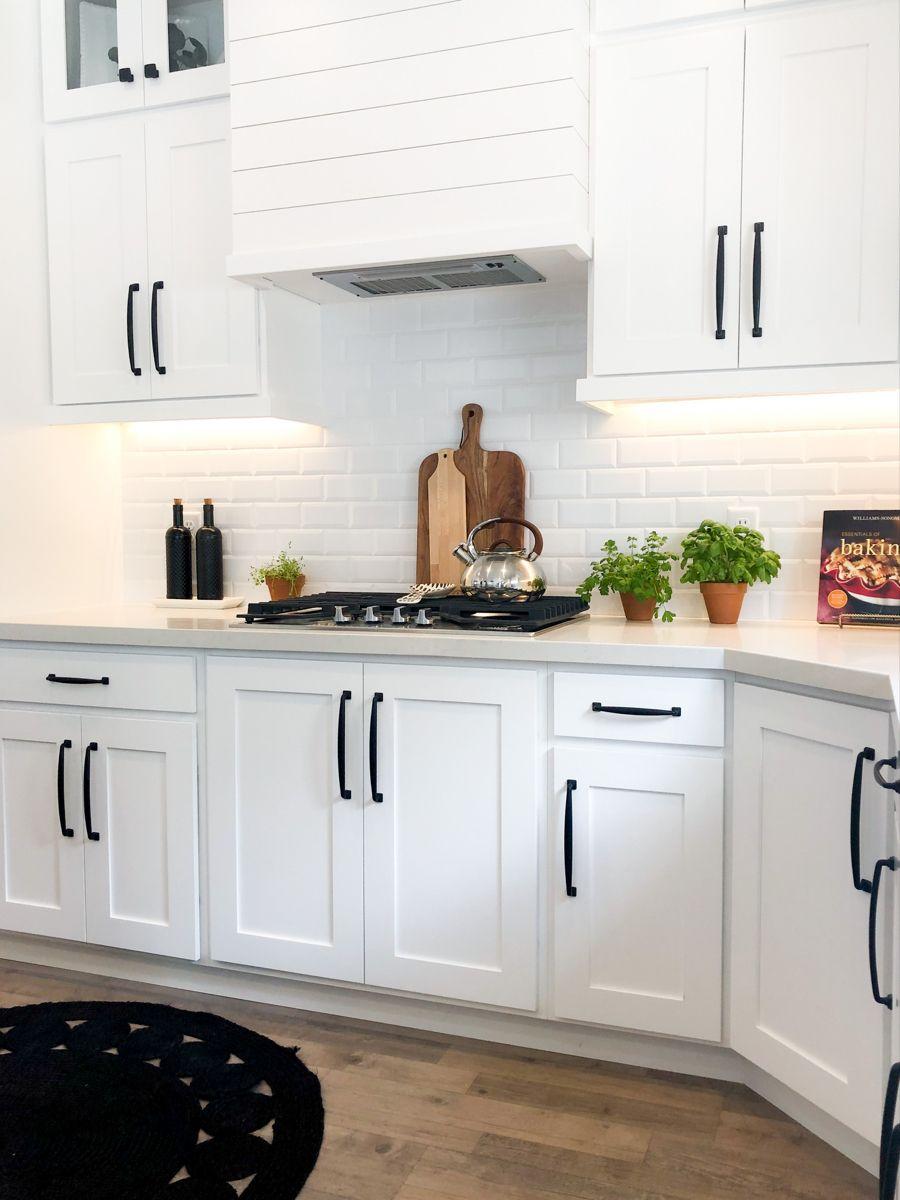 White Kitchen White Quartz Countertops Small White Kitchens White Modern Kitchen Kitchen Room Design Small white kitchen cabinets