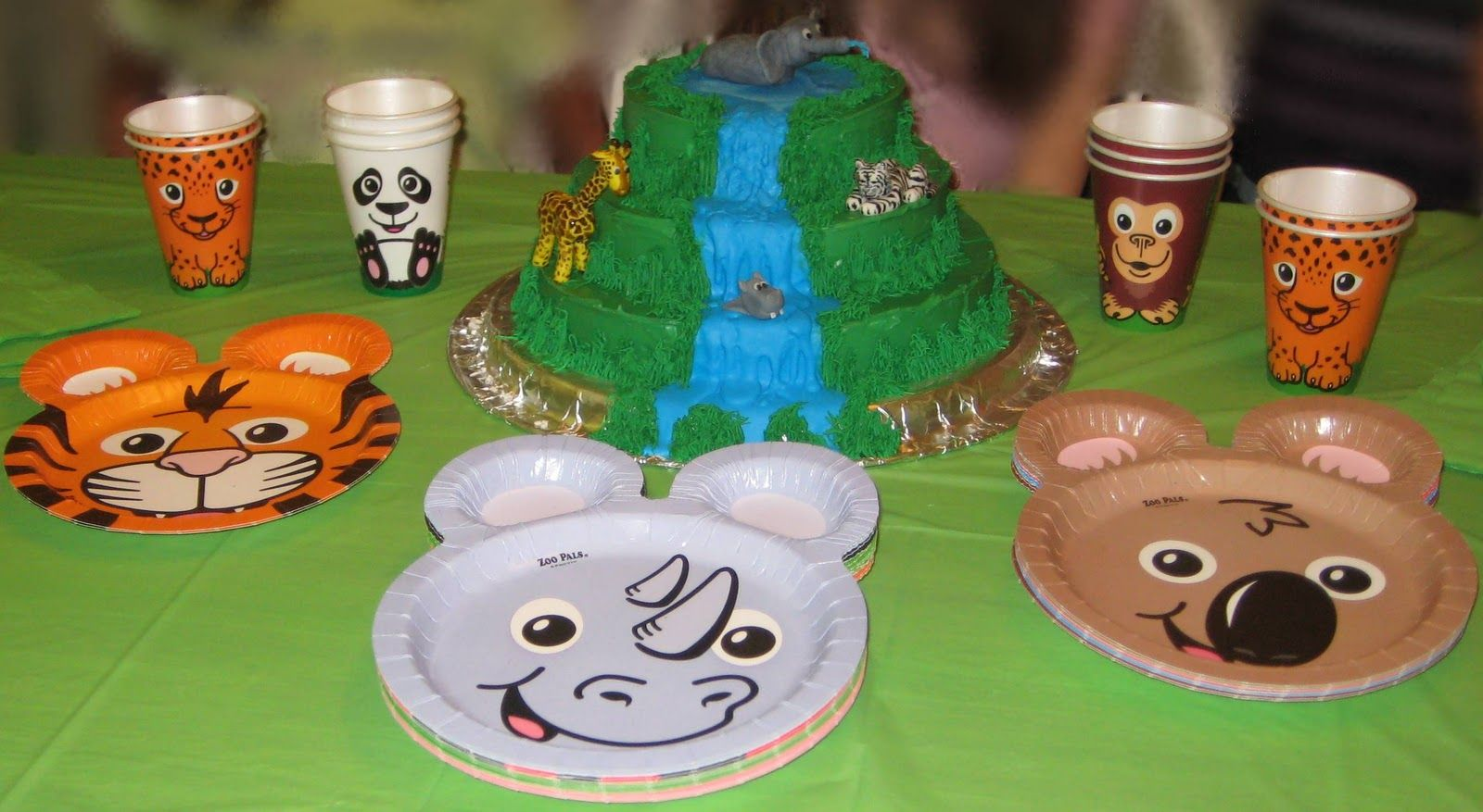 Jungle Animal Cake With Zoo Pals Animal Plates Cups Demos Wild