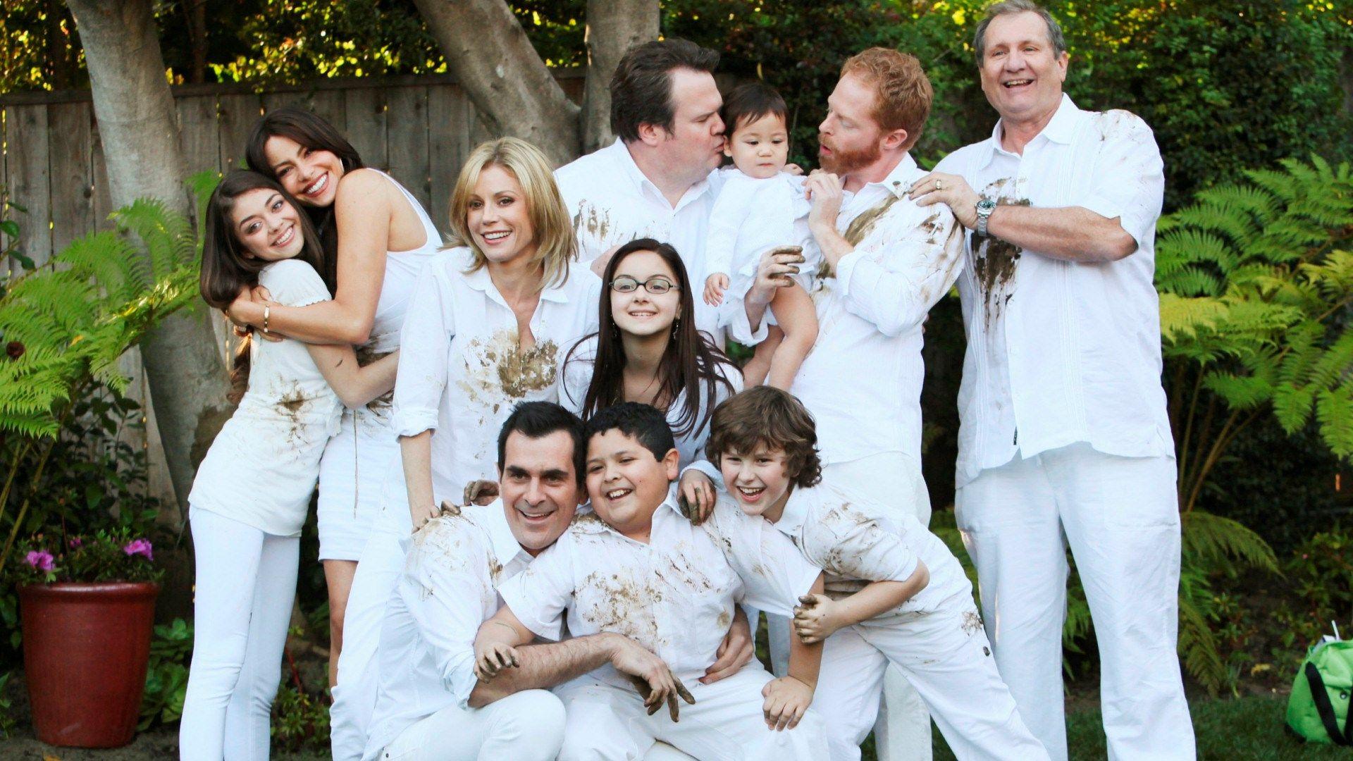 Modern Family For Large Desktop Modern Family Tv Show Modern Family Quotes Family Tv