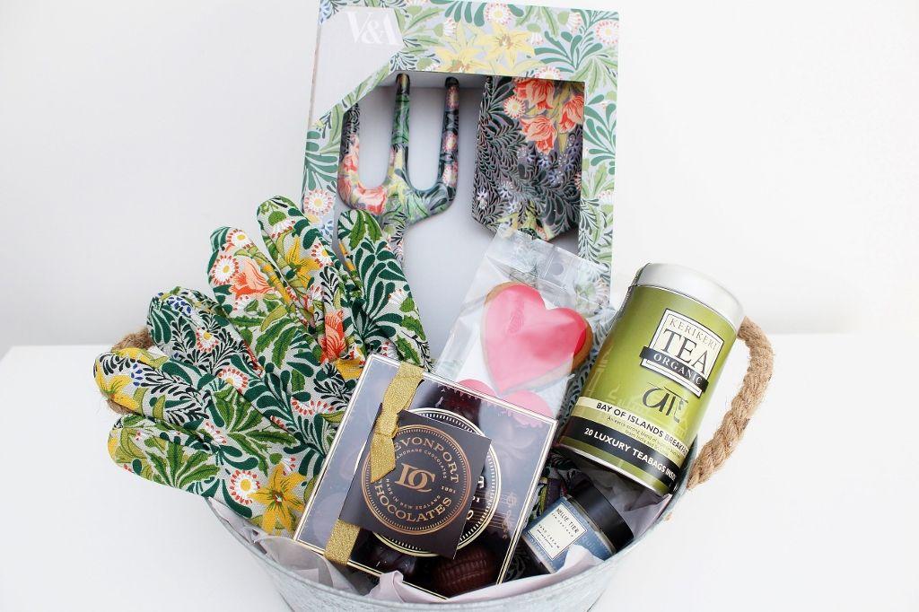 V A Gardening Set And Pamper Garden Gift Hamper For Mother Gifts