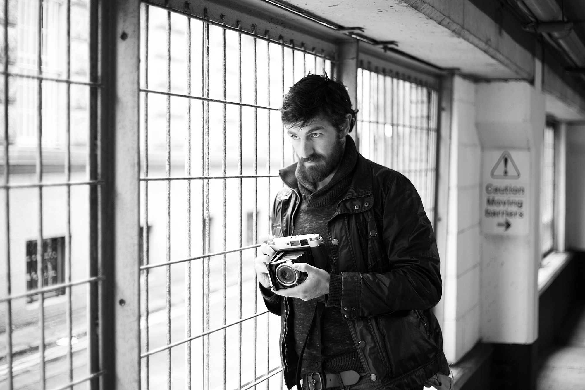 I met up with my college buddy Eoin Macken last week for a coffee and a catch up;  as two photography buffs we ended up taking some quick snaps while wandering through the streets of Dublin.  Macken has just released a book, 'Kingdom of Scars' and is currently shooting season 2 of 'The Night Shift'..