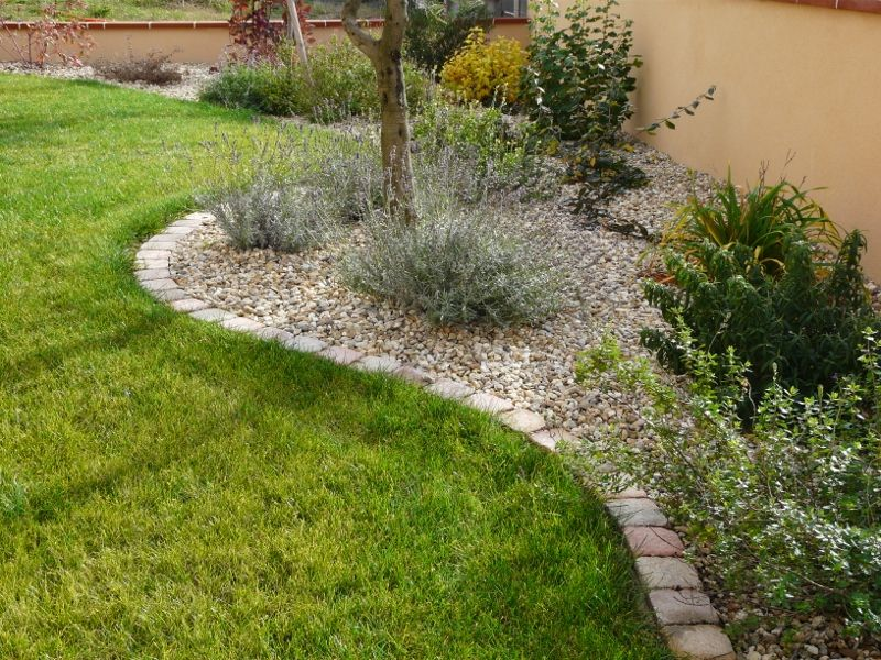 Bordures en pav s d co ext rieur architecture for Deco parterre de jardin