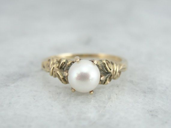 oh my. my my my myyyyyyyyyy RESERVED Pretty and Feminine Ladies Ring with Bow Motif - RGPL139N