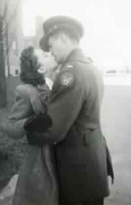 Wwii Couple Sweet Moments War World War Two World War