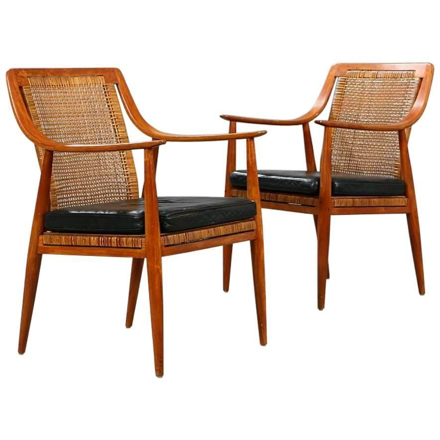 Pair Of Teak Elbow Chairs By Hvidt Molgaard Nielsen 1stdibs Com Chair Modern Chairs Antique Chairs