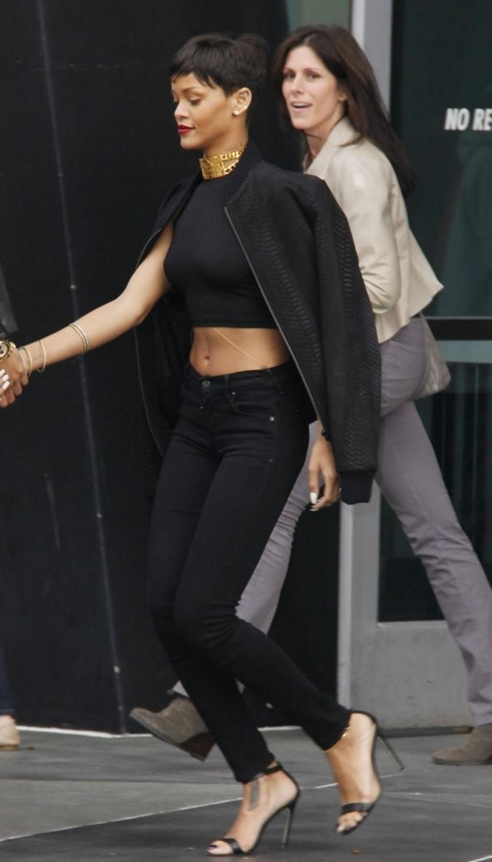 Black sandals rihanna - Rihanna Photos Photos Chris Brown And Rihanna Leaving The Lakers Game