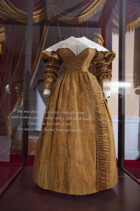 Klänningen som drottning Victoria bar vid sin första riksrådssammankomst (Privy Council) 20 juni 1837. Foto: Kensington Palace Press  Victoria regerar i