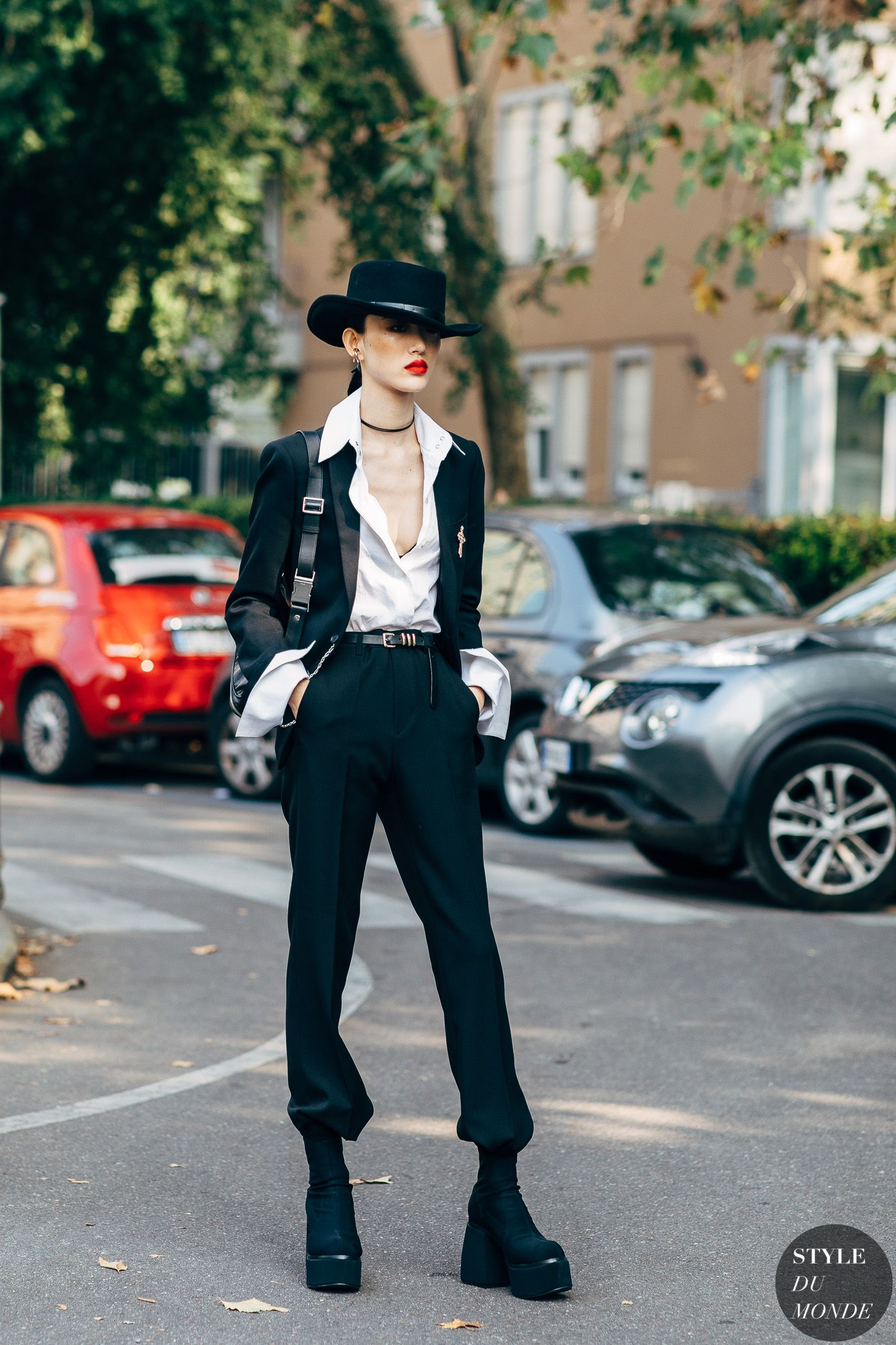 Milan SS 2019 Street Style: Sora Choi #asymmetrischerschnitt