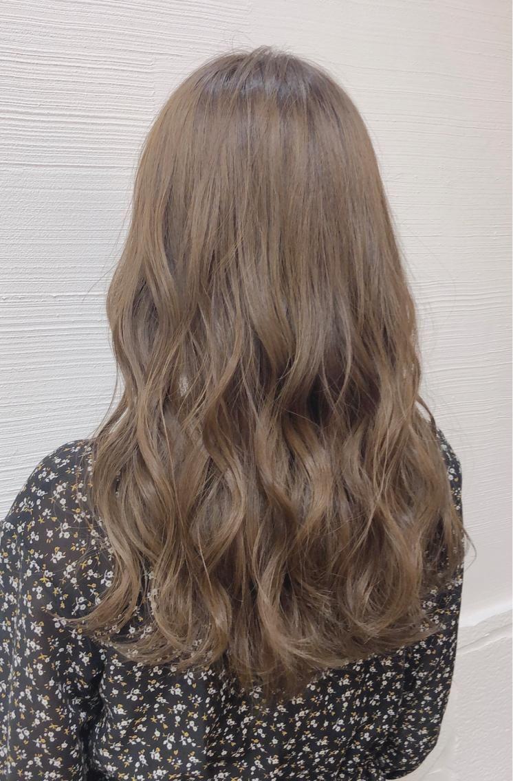 ブリーチなしのミルクティーベージュ ダメージ気にせずここまで明るくできます 気軽にご相談くださいませ Stella Tokyo所属 Aya Stylist のヘアカタログ 好みのスタイルやデザインを見つけたら即予約 なりたい自分 を叶えてくれる美 髪色