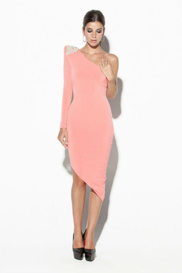 Favorecedor modelo en rosa palo asimétrico de Colour Nude | Vestidos ...