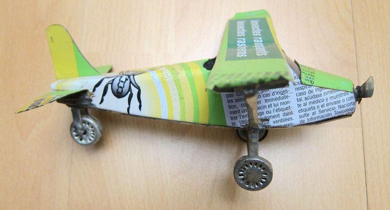 Blechspielzeug - kleines Metallflugzeug - Hand made - ein Designerstück von PotpourriVintageKontakt bei DaWanda