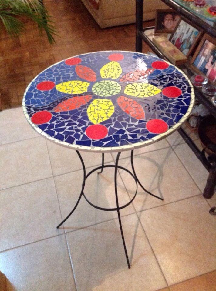 Mesa realizada con azulejos en tecnica de trencadis - Mesas con azulejos ...