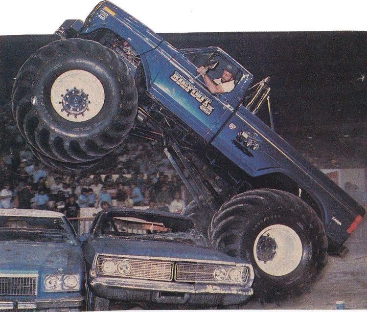 Jim Kramer Crushing Cars In Bigfoot 4 In 2020 Monster Trucks