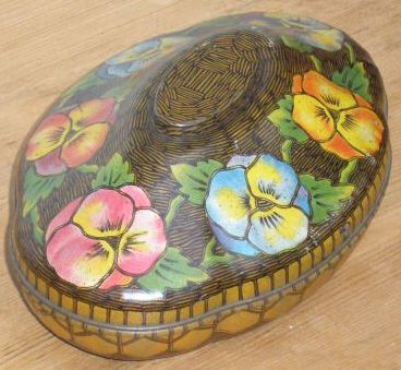 OVAL TIN PANSY DESIGN -1930s There is an indentation on the underside of this old tin, so that you could remove the lid and fit it to the base, to make a bowl for the sweets inside. ღ¸.•*¨`*•.•❥Rowntree's Chocolate Tins ❥ Old tin is antique chocolate or sweet tin made by Rowntree's. Today Nestle owns Rowntree's but the original factory and headquarters were based in York, England. Tins are highly collectable. 1 of 2