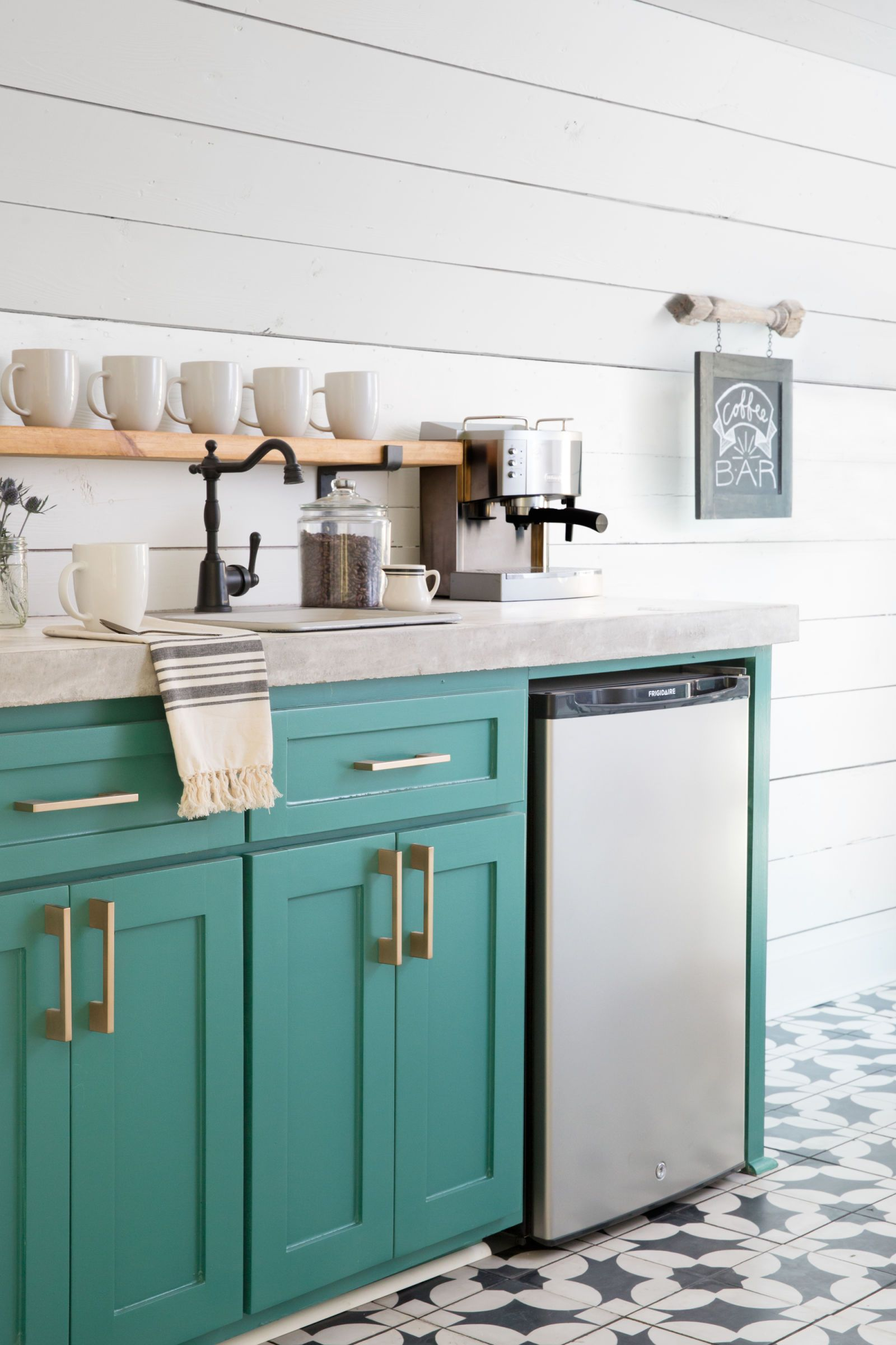 Take a Tour of Chip and Joanna Gaines\' Magnolia House B&B | Kitchen ...