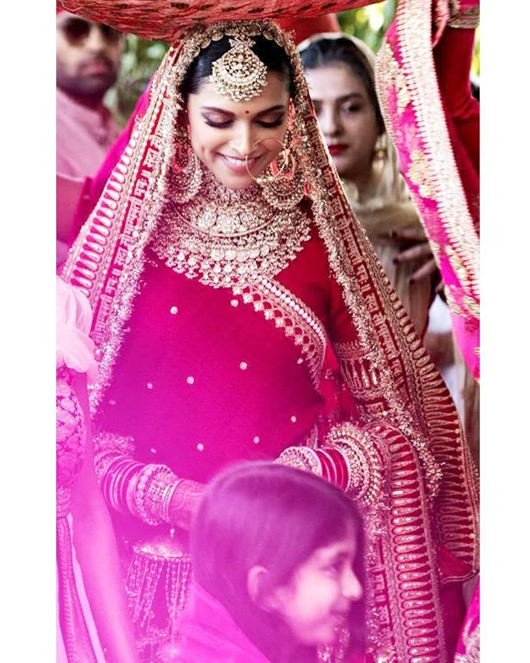Deepika Padukone Singh Deepveerwedding Deepveerkimehendi Deepikapadukone Deepikawedsranveer Deepveerthin Bruidskleding Indiase Kleding Bruidsmake Up