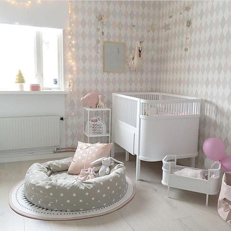 Kinderzimmer In Pastell Mit Babybett Und Kuschelinsel Livingroom
