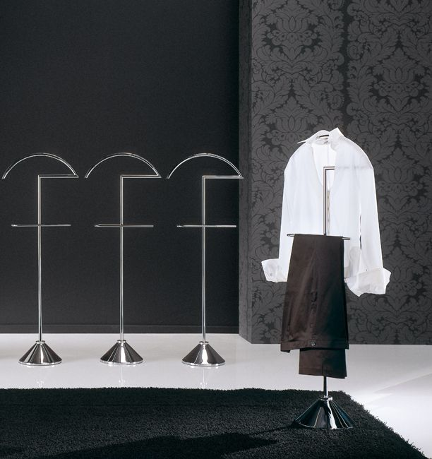 Clothes stand | CLIP