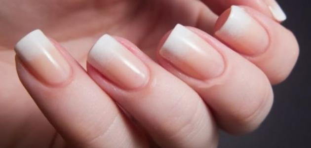 ما هي تقنية تركيب أظافر الجل الاصطناعية الحديثة Bridal Nails Designs Bridal Nails Minimalist Nails
