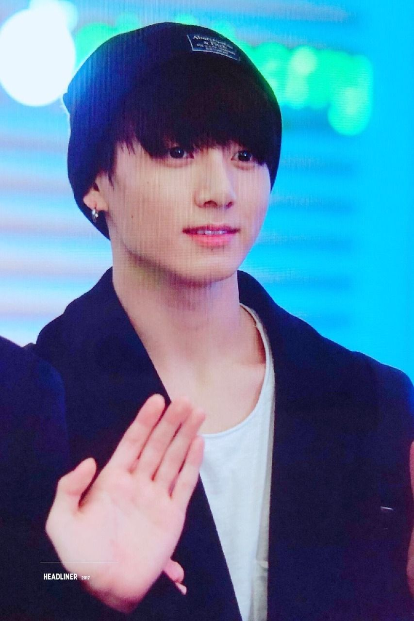 Pin By Taya Brown On Celebrity Crushes Jungkook V Celebrity