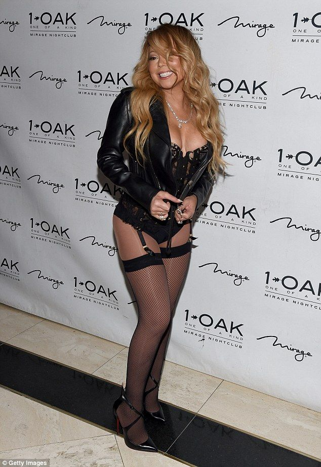 Mariah Carey flaunts her curvy derriere in VERY saucy stockings ...