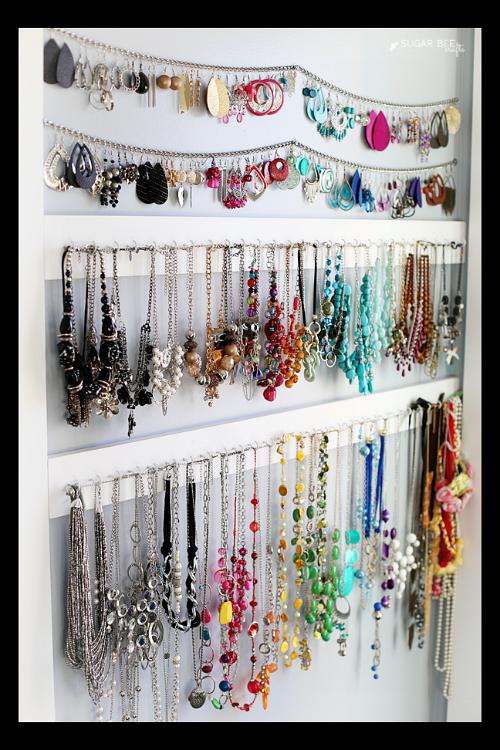 10 handy diy jewelry organizer ideas rangement rangement bijoux et id es d co pour la chambre. Black Bedroom Furniture Sets. Home Design Ideas