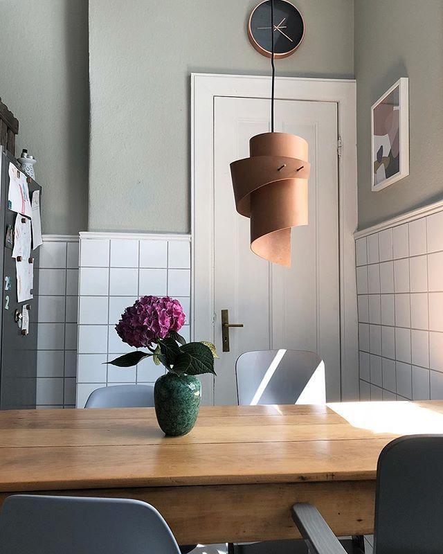Küche lilafarbene Hortensie/Lampe aus geschwungenem