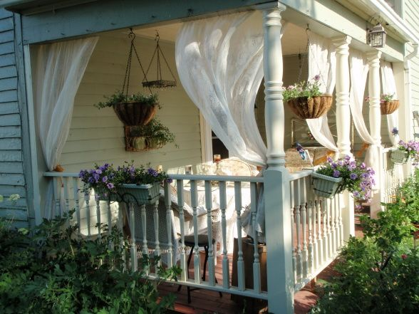 Front porch decorating ideas summer front porch for Front porch makeover ideas