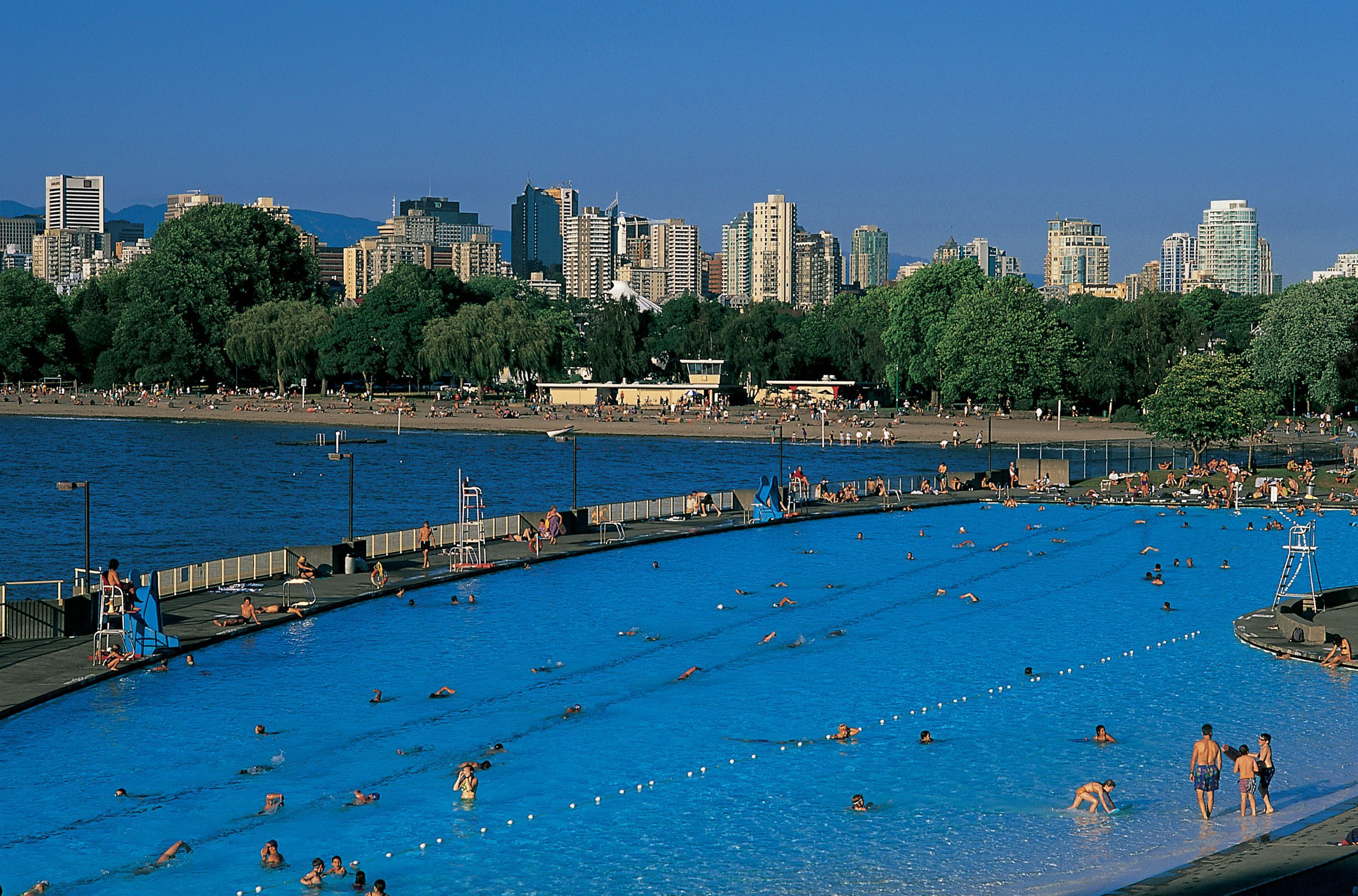 Canada S Longest Pool Kitsilano Pool In Vancouver Bc Vancouver Beach Vancouver Neighborhoods Pool