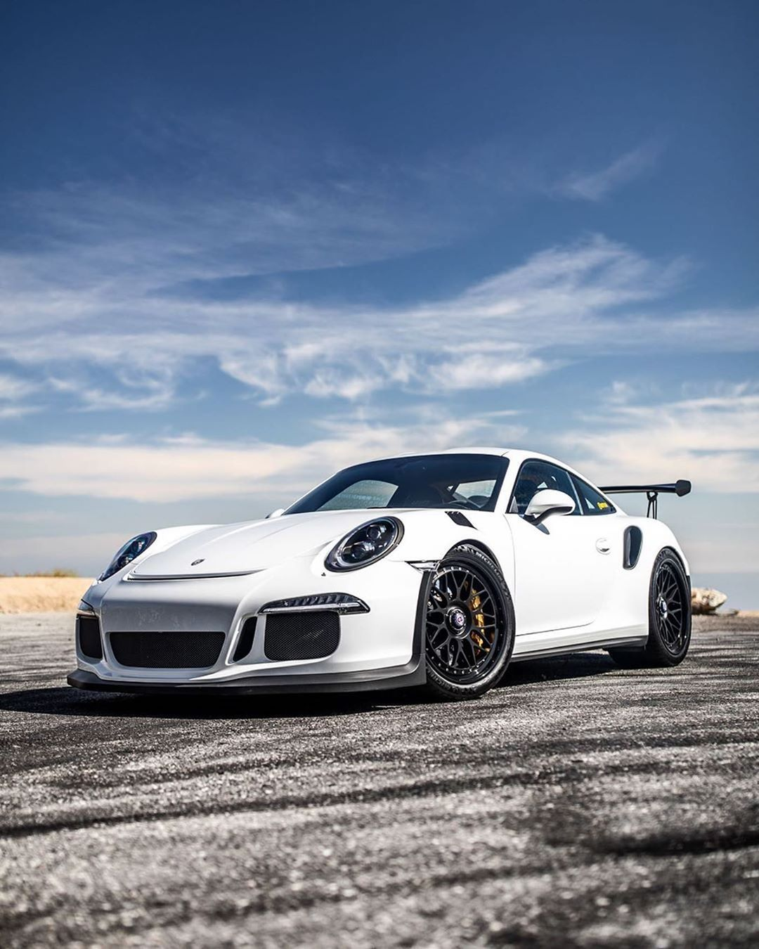 Pin By Shreyas Suresh On Cars In 2020 Porsche Cars Amazing Cars Sports Cars