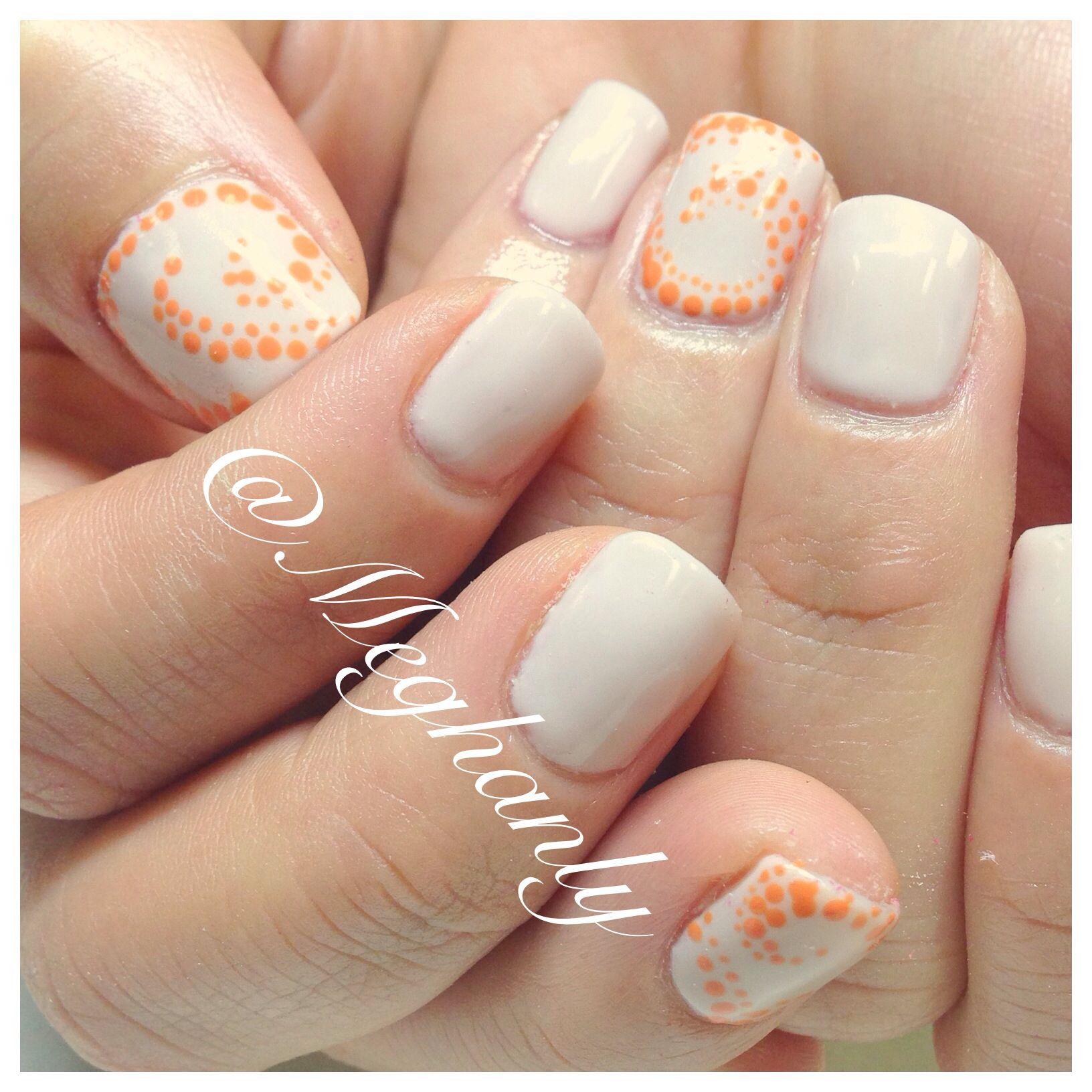 Swirly nail art. Swirl nails. Orange. Cream. Summer nails. Spring nails.