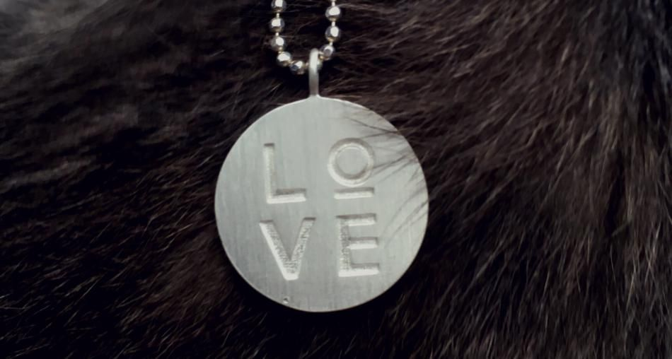 A Raw Finish  #Hvisk #HvistStylist #Stylist #Jewellery #Jewelry #Fashion #Silver #Gold #Rhodium Necklace #Fur