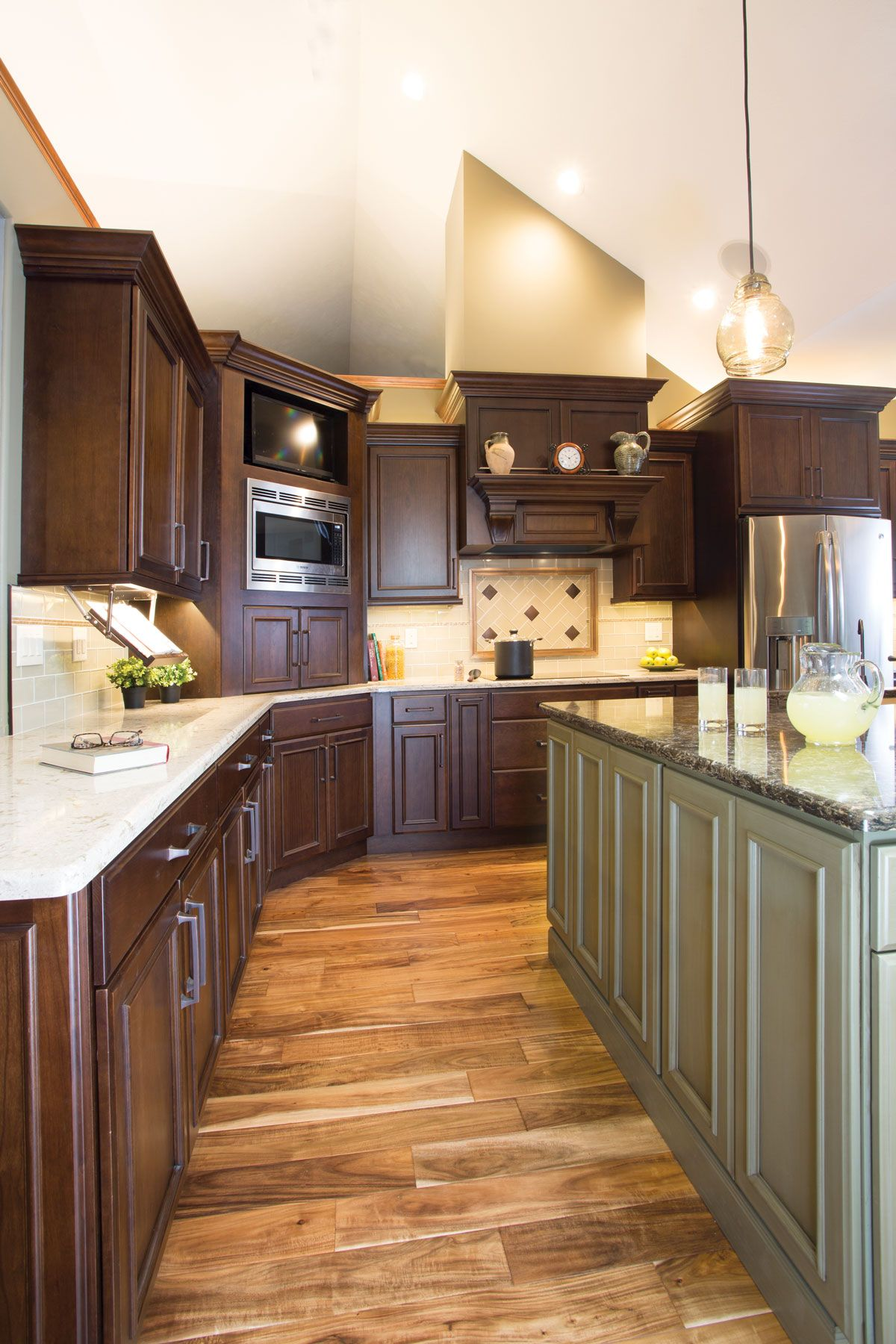 Starmark Cabinetry S Harbor Door Style In Cherry Finished In Hazelnut Was Used For The Peri Cherry Cabinets Kitchen Old Kitchen Cabinets Kitchen Cabinets Decor