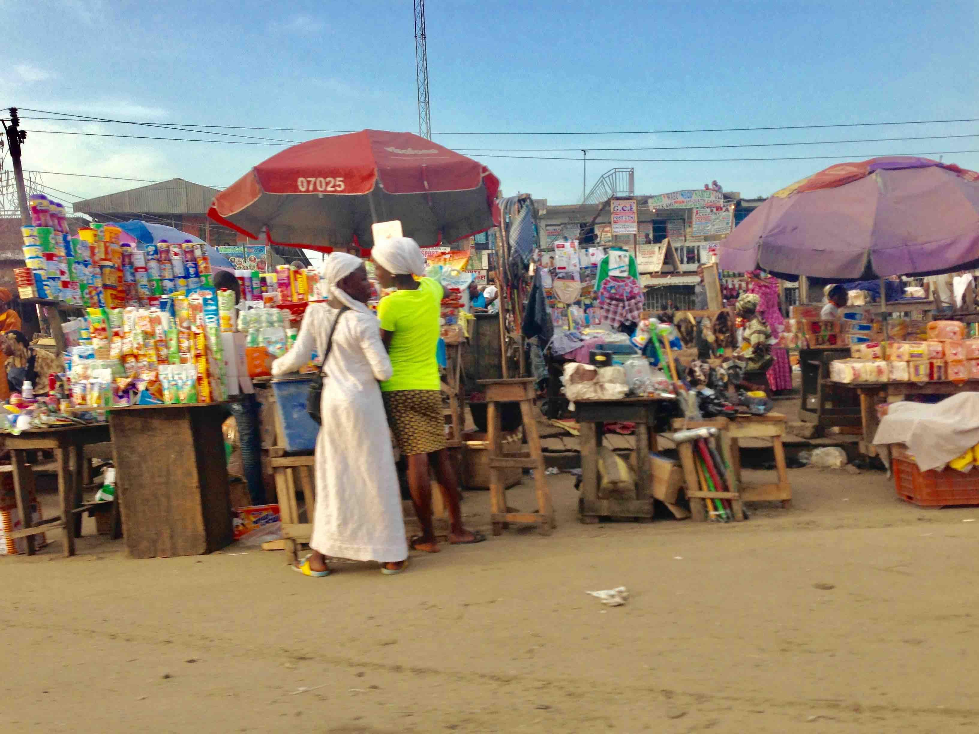 Roadside market scene, Lagos – Badagry Expressway, Lagos State, Nigeria. #JujuFilms