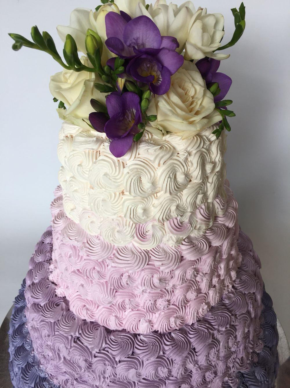 Swieze Kwiaty Roze Frezje Filet Smietanka W Srodku Malinki Cake Desserts