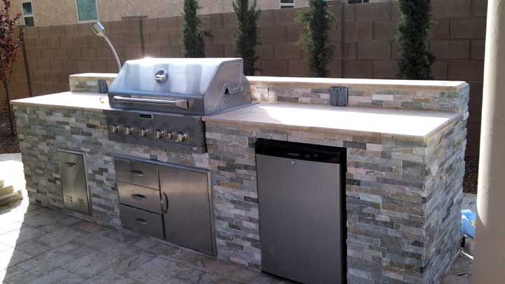 Built-in BBQ with cultured stone and travertine top | Built-in BBQ