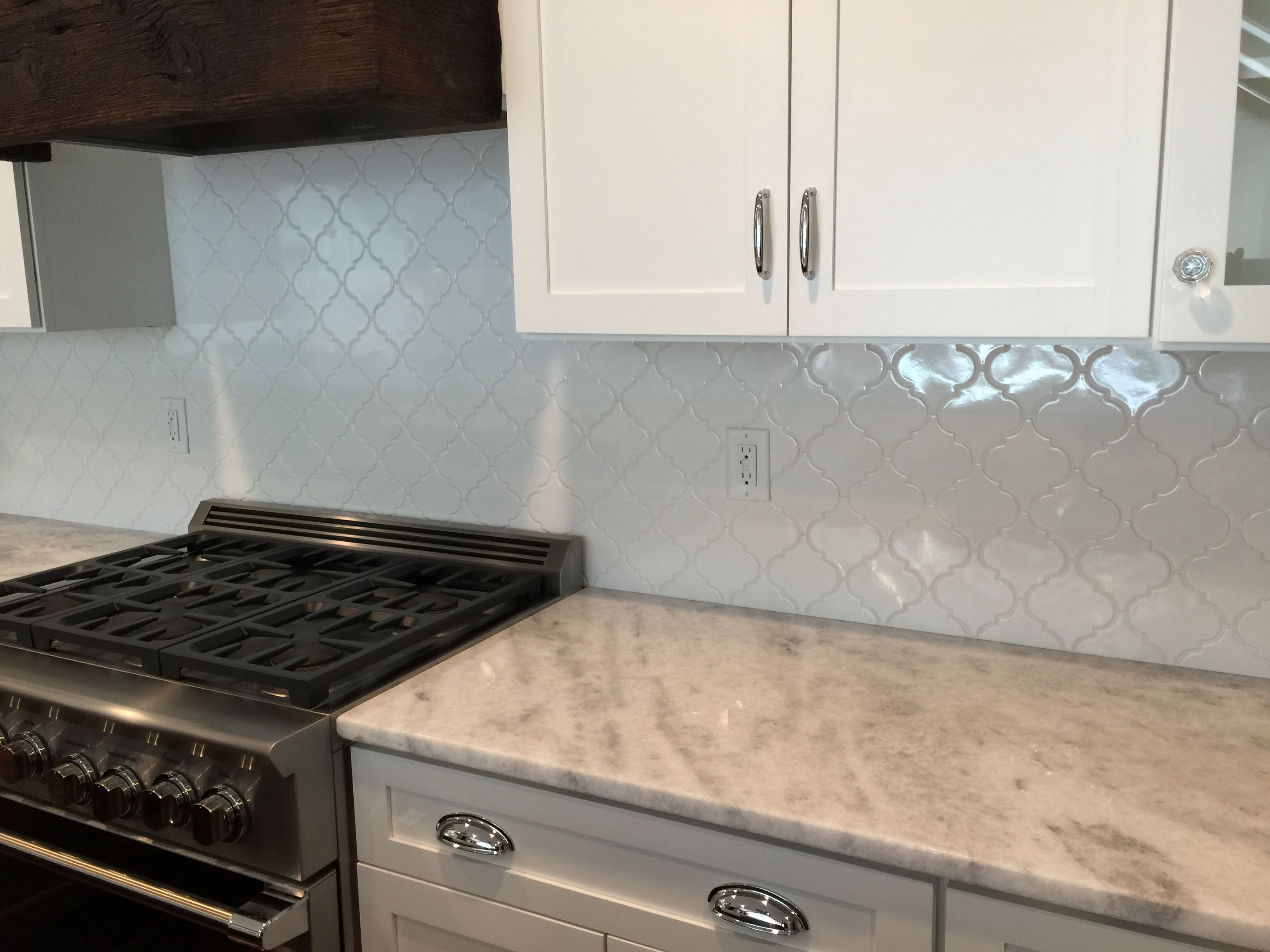 Kitchen backsplash in a classic white arabesque patterned for Classic kitchen floor tile