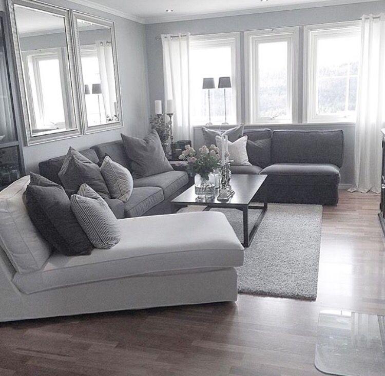 Photo of sjeselong ved siden av sofaen