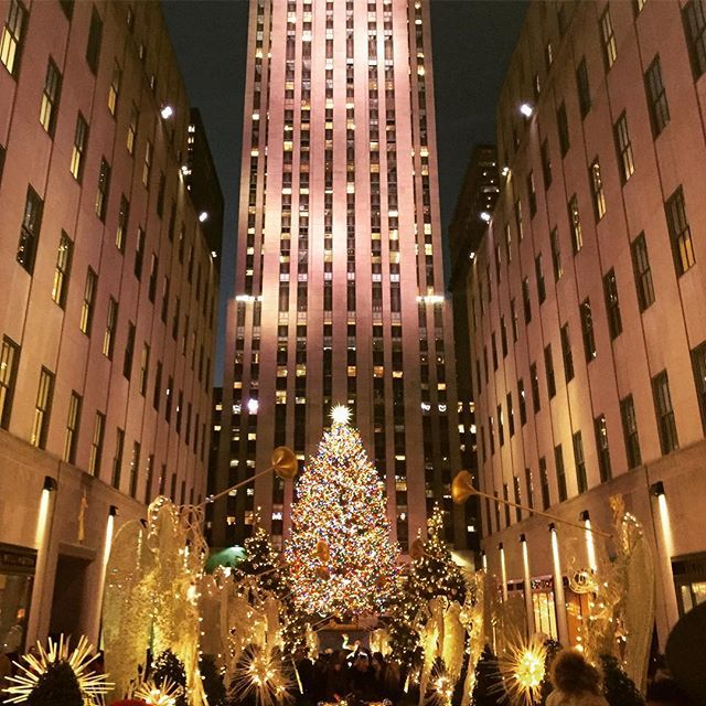 Visiting the Christmas Tree at Rockefeller Center is one of our favorite holiday traditions! #nyc #freetoursbyfoot #travel #ignyc #30rock #christmastree #holidays #rockefellerchristmastree