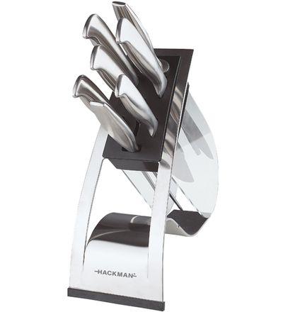114,00 EUR | Huippulaadukas 7-osainen veitsisarja tyylikkäässä telineessä. Muotoillut kahvat ja kovaterä tekevät sarjasta suositun vaativaankin käyttöön.<BR><BR>Gourmet-veitset on taottu hiilikarkaistusta ruostumattomasta teräksestä ja viimeistelty mattaharjauksella. Valmistustavan ja materiaalin ansiosta Gourmet-veitset saa helposti teroitettua todella teräviksi. Sarjaan kuuluu myös teroituspuikko.<BR><BR>Tyylikäs veitsiteline sisältää kuusi välinettä: kokkiveitsi, iso ja pieni…