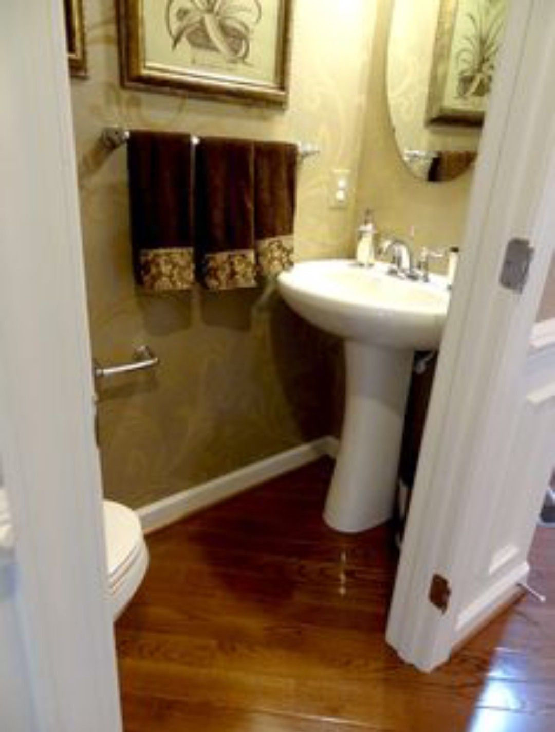 1 2 Bath With Images Small Half Bathrooms Small Half Baths